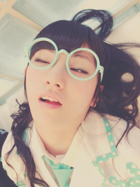 【AKB48】岡田奈々の最新寝顔画像がヤバい【撮影スポット】