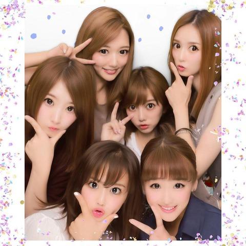 【悲報】元AKB48のプリクラ、誰が誰だか全く分からない・・・