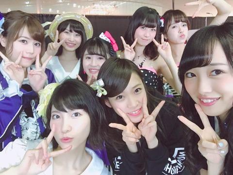 【悲報】またなーにゃが15期集合写真でハブられてる・・・【AKB48・大和田南那】