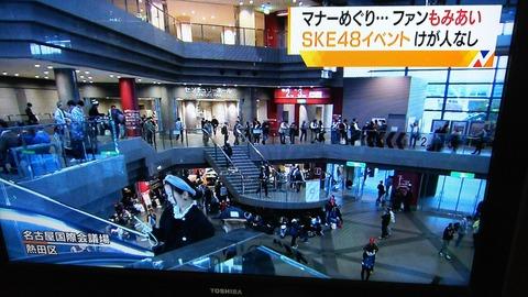【悲報】SKE48の40代ヲタが20代ヲタに注意されてイベントで大暴れwww