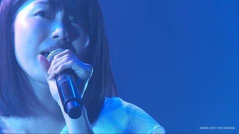 【悲報】公演でゆいはんの鼻の穴から鼻●そがこんにちはするハプニングwww【AKB48・横山由依】