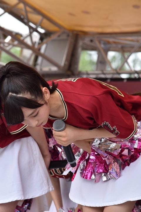 【朗報】ゅぃゅぃの胸チラキタ━━━━(゚∀゚)━━━━??【AKB48・小栗有以】