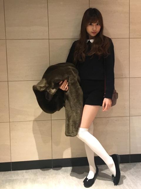 【NMB48】モカちゃんの絶対領域エロ過ぎ!!!【林萌々香】