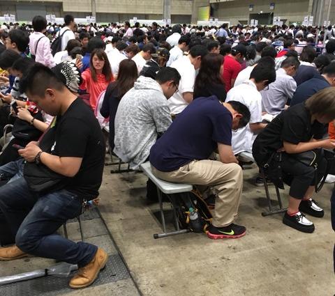 【画像】初めてAKB48の握手会に来た坂道ヲタが、運営とヲタに驚愕www