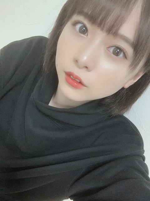 【AKB48】倉野尾成美さんはどうしたら黒以外の服を着てくれますか?