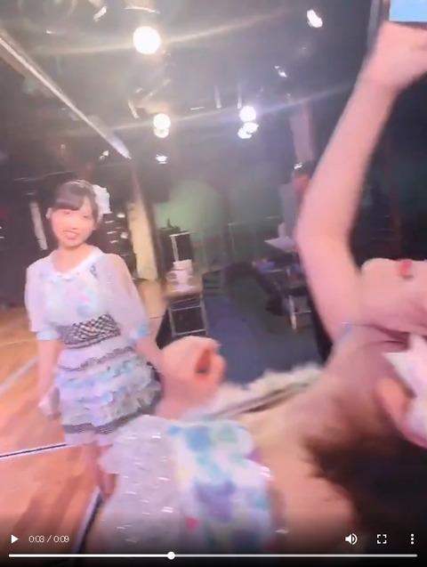 【朗報】岡田奈々と小栗有以のダブル胸チラをアップする優秀な総監督向井地美音さん