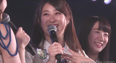 【乳報】いずりな、楽屋で乳首だけ露出していた【AKB48・伊豆田莉奈】