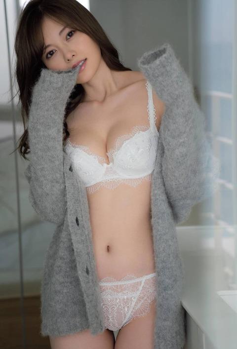 【画像】乃木坂46白石麻衣(28歳)の下着姿!!!!!!