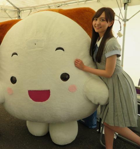 【AKB48G】メンバーがゆるキャラに身体を触られてる画像ください!