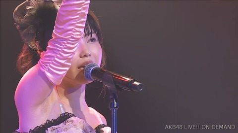【画像】9期公演のゆいはんが見事なジョリ腋を披露!!!【AKB48・横山由依】
