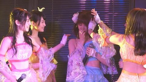 【AKB48】岡田彩花、公演中に突然泣き出す