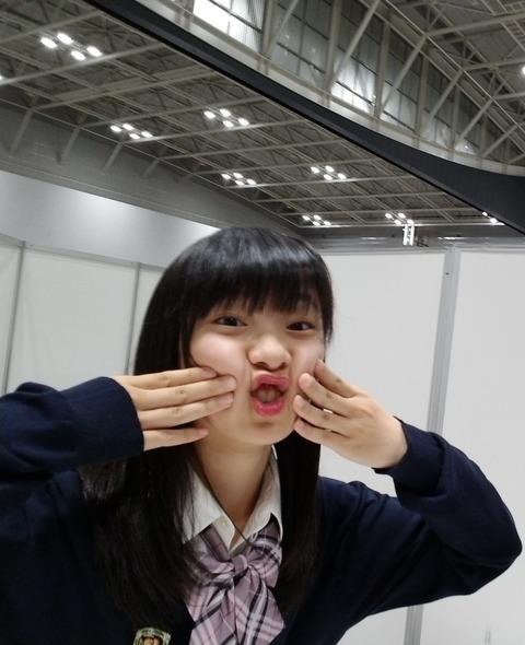 【AKB48G】メンバー「ポーズどうする?」→ワイ「じゃあ逆にオモロイ顔で!」→結果…【握手会】