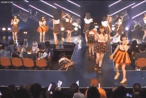 【動画】HKT48深川舞子さんが公演中ステージから転落する事故!!!