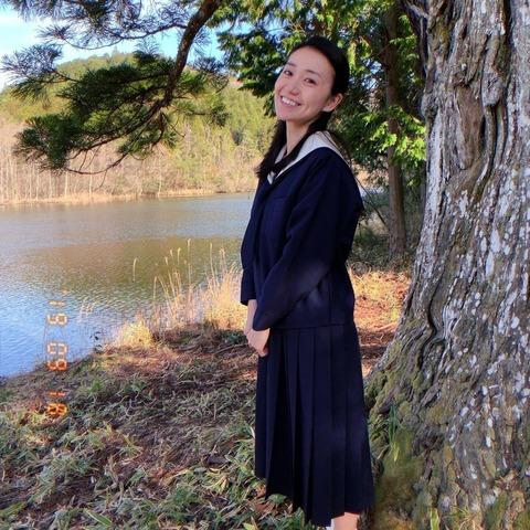 【画像】大島優子さん(30歳)が女子高生セーラー服姿を披露!「可愛い」「まだまだいける」と話題に