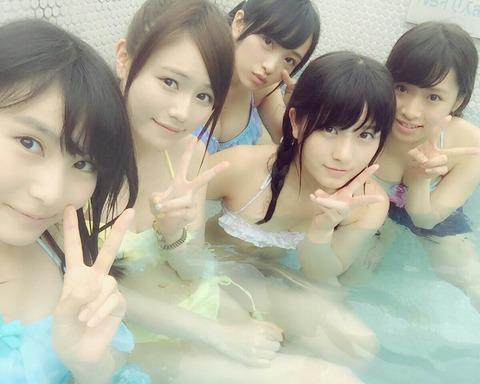【AKB48】いちごちゃんずのプライベート水着画像キタ━━━━(゚∀゚)━━━━!!【向井地美音・大和田南那・福岡聖菜・込山榛香・市川愛美】