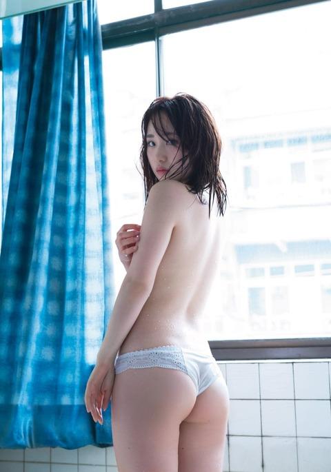 """【AKB48】高橋朱里、美ヒップあらわな大胆""""勝負カット""""解禁!!!"""