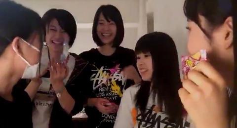 【悲報】チーム8山田菜々美の「ビックリマ○コ!」発言に小栗有以ちゃんが一瞬固まるwww【SHOWROOM】