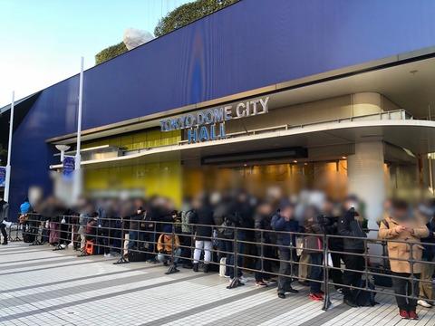 【AKB48】TDCホールで早朝から生写真を買うために並ぶヲタwwwwww