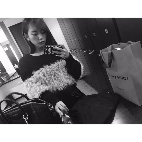 【元NMB48】木下春奈さん、ブランドバッグを見せびらかす