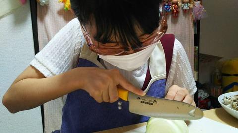 【HKT48】今村麻莉愛ちゃんが玉ねぎを切る時の装備がガチ過ぎるwww