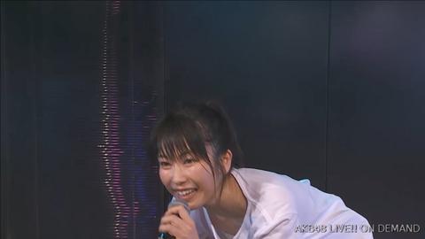 【画像】9期公演でゆいはんが●首まで見えそうな勢いの胸チラやらかしてるんだが・・・【AKB48・横山由依】