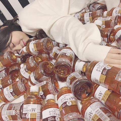 【HKT48】月足天音さん、からだすこやか茶100本を飲み終えるwww