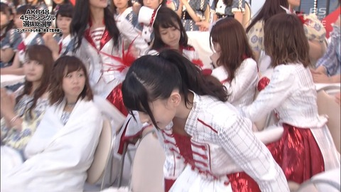 【AKB48】病気を押して総選挙に参加した篠崎彩奈、無念の途中退場・・・