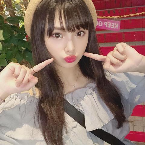 【朗報】NMB48梅山恋和ちゃんが露出狂だと判明!街中で突然のへそ見せ!
