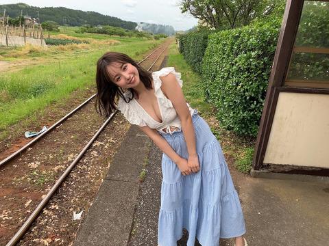 【朗報】元NMB48近藤里奈が週プレで爆乳グラビア披露