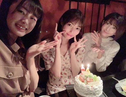 【朗報】山口真帆「先日、親友に誕生日のお祝いをしてもらいました」(パシャ)