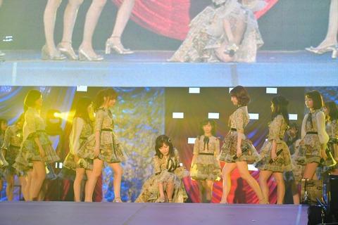 【朗報】AKB48「11月のアンクレット」劇場盤爆売れでミリオン達成確定!!!