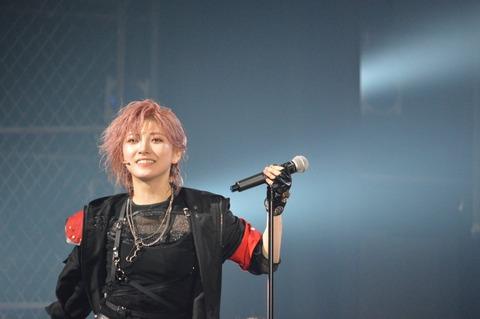 【悲報】岡田奈々がステージ上で手●ンポーズをして村山彩希が恥ずかしがる【AKB48】