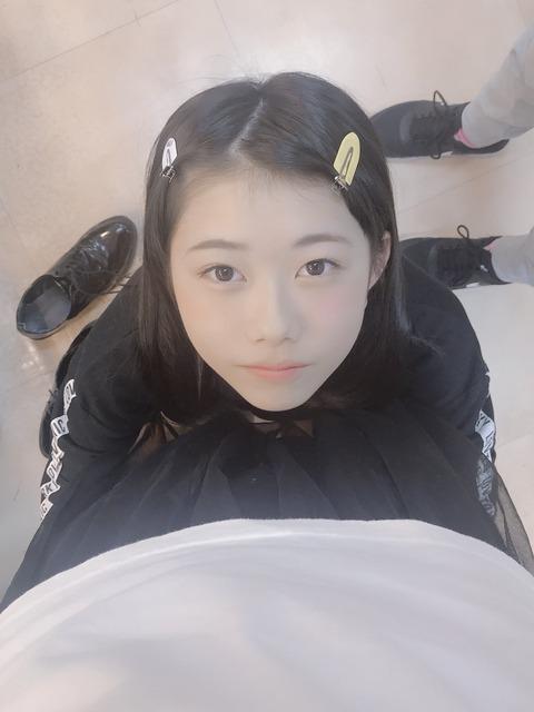 【画像】上目遣いのえりぃちゃんがエロ過ぎるんだが・・・【AKB48・千葉恵里】