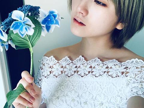 【画像】AKB48岡田奈々さん、インスタでドレス姿「美しい」「シンデレラの休息みたい」と大反響