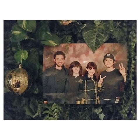 【画像】小嶋陽菜と大島優子がウォーキング・デッドの写メ会に参加wwwwww