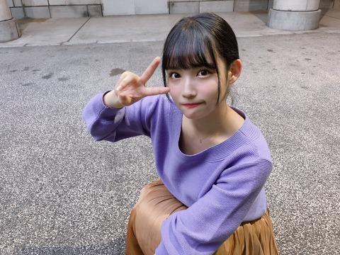 【画像】自撮り写真では必ず浮き輪腹を隠す矢作ブーwww【AKB48・矢作萌夏】
