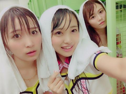 【朗報】明治神宮花火大会、雨天決行でAKBメンバー全員濡れ濡れ!【画像あり】