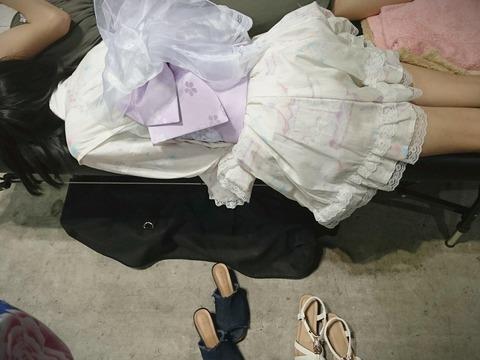 【画像】えりぃちゃんの寝方が凄いwwwwww【AKB48・千葉恵里】