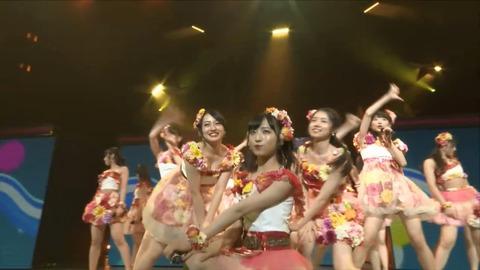 【AKB48】ニコ生で全国ツアーの放送で総監督みーおんが胸の谷間出しっぱなしなんだけど【向井地美音】