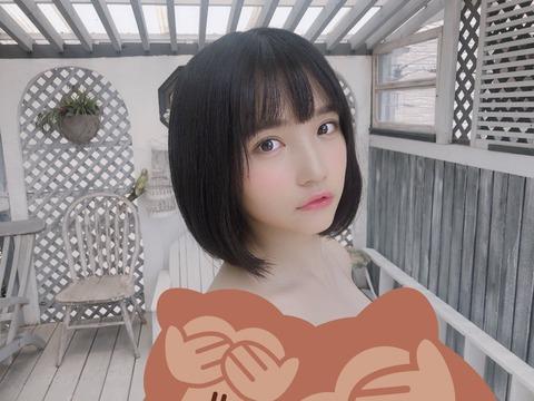 【朗報】AKB48矢作萌夏がBOMBグラビアでお●ぱい放り出してる!!!