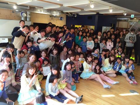 【AKB48】れなっちの美脚に石巻の子供達の視線が釘付け【加藤玲奈】