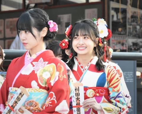 【祝成人】HKT48松岡はなちゃん、ニコニコ笑顔で成人式