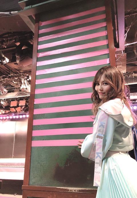【AKB48】俺たちのキャプテンこみ、劇場の柱に14本目のテープを貼る!【込山榛香】