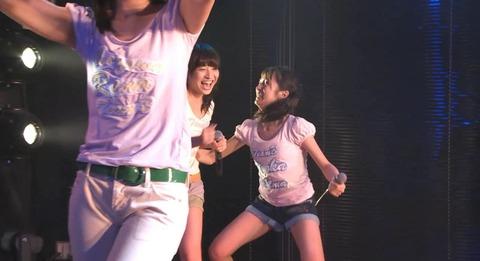 【悲報】AKB48橋本耀がステージ上で襲われる。その後何かのズレを直す。