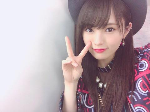 【センター】AKB48→小栗16歳、SKE48→小畑16歳、HKT48→松岡18歳、NGT→本間18歳、STU48→瀧野19歳、NMB48→・・・