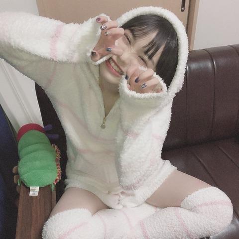 【HKT48】豊永阿紀さん、公演中に上半身の一部が露出!!!