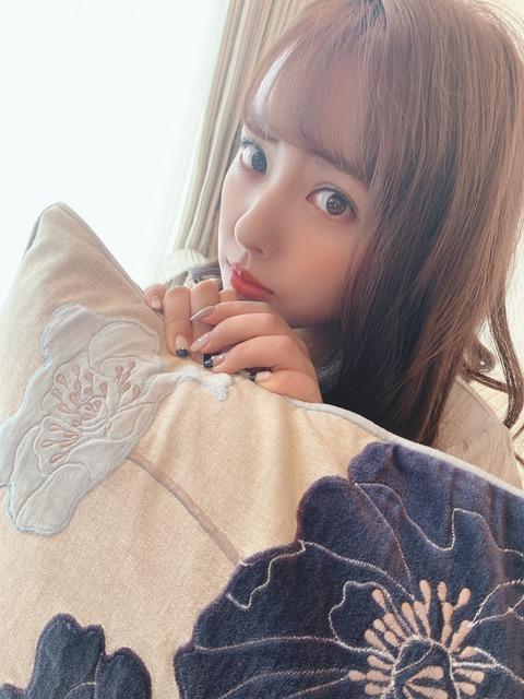 【元NMB48】山田菜々「停電になってるファンの子がペンライトでしのいでるのをみつけました🥺こんなときに役にたってすごくよかった。」