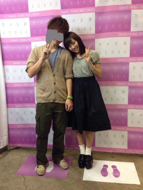 【AKB48G】テーブルなしの頃の写メ会は体が密着してたってマジ?