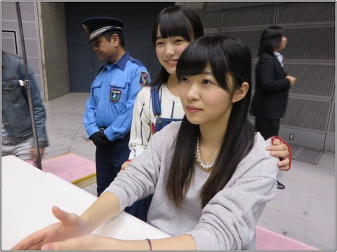 【AKB48G】握手会会場のトイレで必死に髪整えてる奴wwwwww