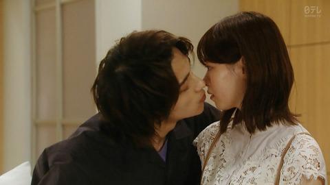 【悲報】西野七瀬さん、ドラマでがっつりキスしてヲタ多数死亡…【あなたの番です 反撃編】